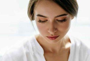 Delikatna skóra w okolicach oczu – jak dbać o jej wygląd?